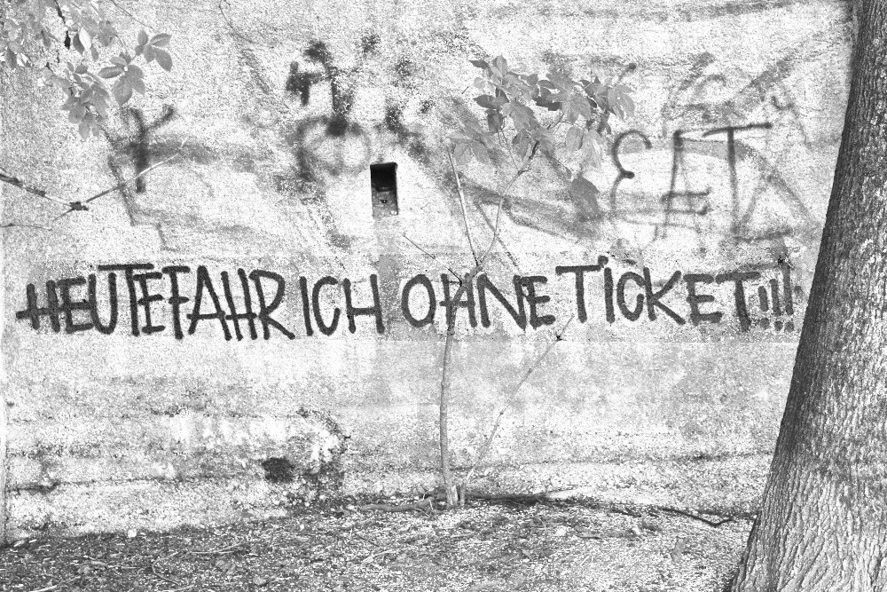 Graffito: Heute fahr ich ohne Ticket!!!