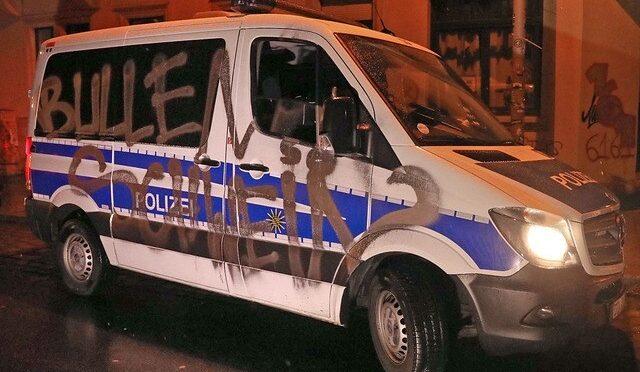 """""""Bullenschweine"""" und """"ACAB"""" – Angriffe auf die Polizei"""